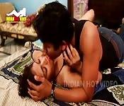Una giovane coppia di indiani che fanno sesso