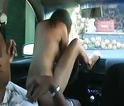 Taxista negro fode bimbo depois de uma grande chupada