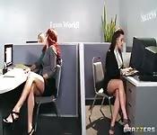Lesbensex im Konferenzraum