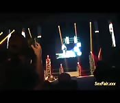 Masturbação pública em palco de show pornô