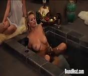 Zboczony MILF i seks w wannie