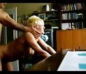Maman amatrice se fait défoncer par derrière