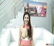 Une brunette espagnole à gros seins 3