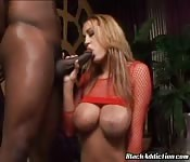 Trina Michaels liebt sie schwarz
