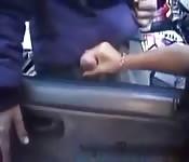 Boquete no carro, em público