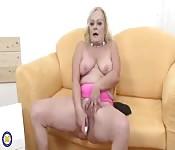 Una nonna si masturba