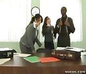 Sexo interracial en la oficina