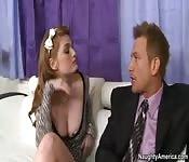 Une nana bon chic bon genre se fait baiser par l'agent commercial