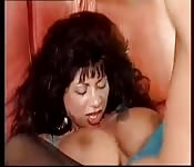 Una tedesca col seno grosso si fa scopare per bene