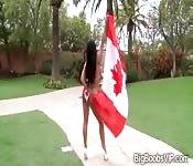 Canadienne fière de ses seins