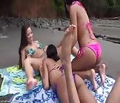 Hardcore brunette lesbische trio