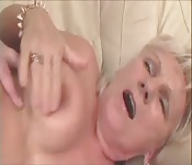 Mamie aime crier