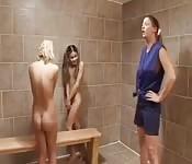 Estudiantes pervertidas aprenden de su profesora puta