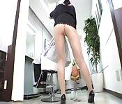 Zorra japonesa muestra su culo y su coño