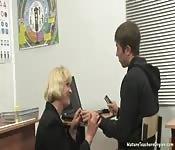 Milf rusa se folla a un alumno