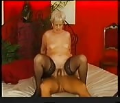 Mamie allemand en collants baise un jeunot