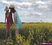 Fazendeiras fazem ao ar livre