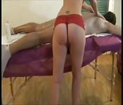 Typ bekommt Massage mit großem Happy End
