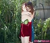 Lésbicas nerds fazendo sexo ao ar livre