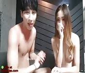 Chica asiática duramente follada