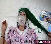 Hippie meisjes in lesbische seks