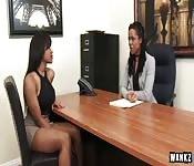 Entrevista y polvo lésbico
