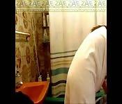Latina coquine nue sous la douche