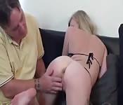 Examinando un joven culito