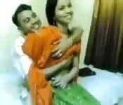 Man neukt meid bij Indisch seksfeest