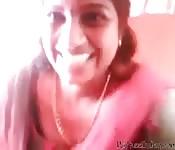Indisches Luder zeigt was sie hat