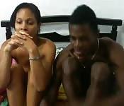 Schwarzes Paar bei Versöhnungssex