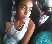 Podejrzyj młodą nastolatkę w autobusie