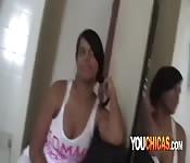 Follándole la cara a una jovencita latina