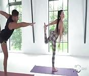 Aletta Ocean es mi instructora de yoga