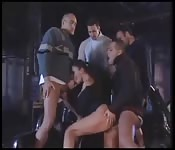 Gangbang con uomini pervertiti