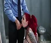 Prisionera tatuada follada una y otra vea