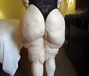 Mujer blanca con un culo gordo