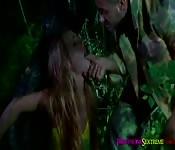 Atada y follada en el bosque