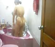 Pareja cachonda bañándose