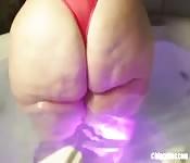 Frau mit dicken, fetten Hinterteil