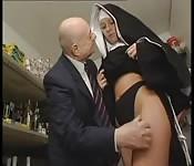 Wir müssen es der Nonne besorgen