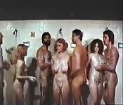 Orgía vintage en la ducha