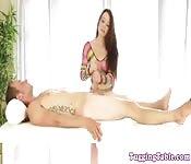 Sega sul lettino per massaggi