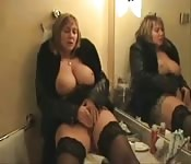British MILF plays with herself