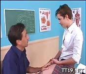 Éducation sexuelle pour une écolière