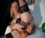 Hot body blonde masturbates intensely