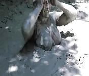 Bagno di fango con tettona