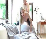 Blonde aime le sexe fétichiste avec son latex