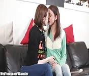 Junge Teenies werden lesbisch