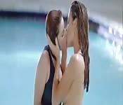 Lesbiennes célèbres s'embrassent
